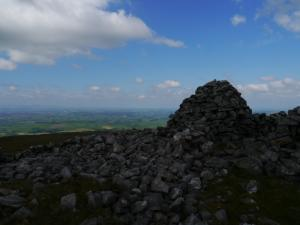 The cairn on Knapside Hill