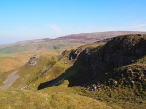 The rocky flanks of Holl Gill